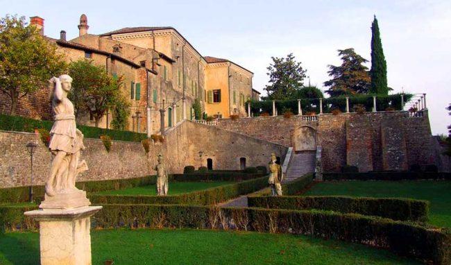 3a8ebdce0a Palazzo Guerrieri Gonzaga - Volta